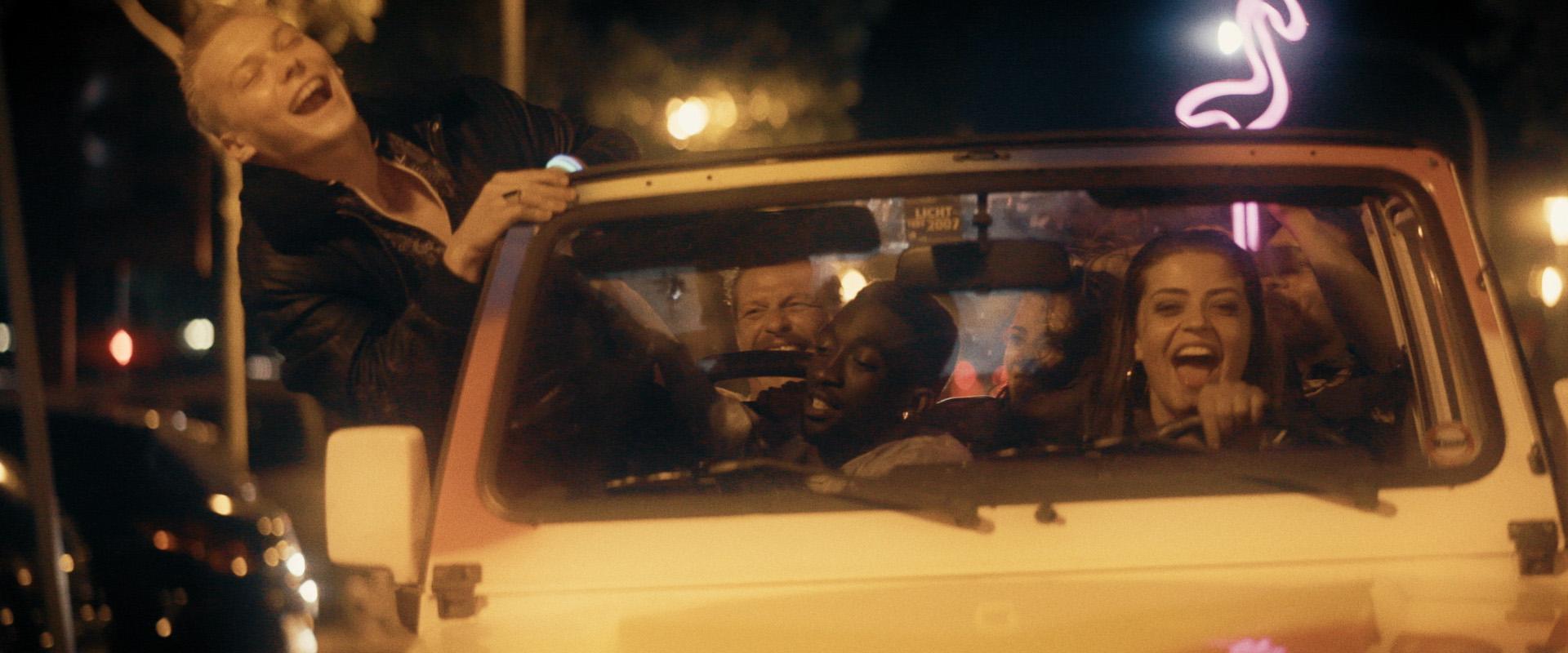 TOUBAB-PartyNacht2-CopyrightCaminoFilm-08